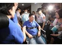 一例一休議事錄確認爆推擠 藍委陳宜民急送醫務室!