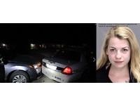 德州女大生等紅燈「上空拍裸照」 一個忘我...撞警車