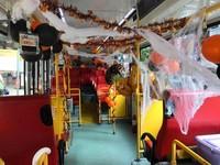南瓜氣球、蜘蛛絲...這輛公車超有萬聖節FU 網驚呼:好想坐