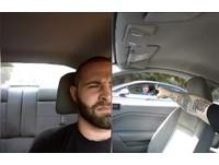 敢嗆我!美男開車遭爆粗口挑釁 他掏出槍對方急踩煞車