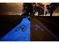 厲害了!竟然有人把單車專用道變成銀河