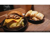 台北新開幕早午餐 平價小鐵鍋蛋餅、超厚手工豬排堡