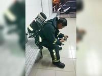 救火被拖吊!低頭看皮夾惹哭網友 妻澄清:他在找義消證