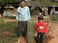 金門種出「砲彈冬瓜」 約3歲男童高