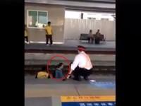 火車進站一半急剎!女墜鐵軌豐原火車站 發呆站立沉默不動