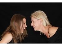 大笑讓你心情upup! 8個只需「1分鐘」動作就能變健康