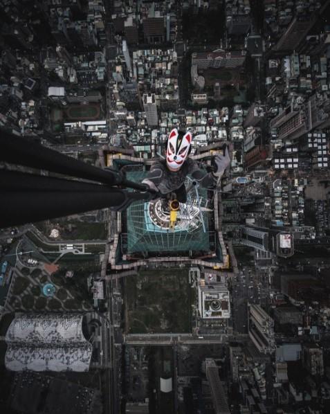 「攻頂影片曝光 攀85大樓照是真的」的圖片搜尋結果
