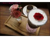 首爾人氣咖啡廳!有超好拍「玫瑰花」咖啡、甜點