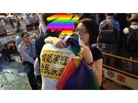 被爸媽帶去參加「反婚姻平權」 同志高中生道歉照逼哭網友