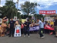 影/國民黨抗議日食品輸台 群眾鼓譟試圖衝政院