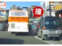 違停車突開門被公車「強制開到底」 駕駛傻眼呆望!
