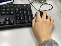 男上廁所沒洗手!下一個女同事用公司電腦中招…竟得菜花