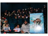 國王卡森斯不使壞秀愛心 邀請150名孩童看電影