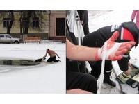 狗狗跌冰池!大叔裸趴雪地「讓牠咬手」 爆血救上岸