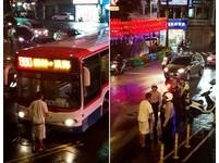 「攔公車伸冤」樹林男單臂擋 下跪又暴怒:載我回家