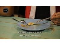 老外嚐雞睪丸「比豆腐好吃」 網友:咬下去噗滋的口感超棒