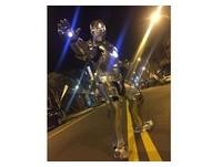 「自製泡棉版」鋼鐵人現身高雄街頭 網狂讚:這個擠霸昏