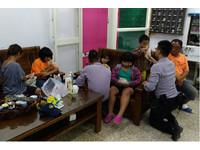 「我們被追殺」一家6口逃屏東 4童警局放心大口吃麵包