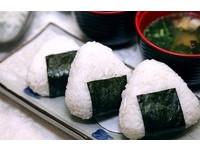 3分鐘吃完5顆飯糰拿「近江牛」 日男吃到最後噎死...