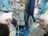 出生13個月終於看到彼此 連體嬰分離首次對望好驚訝