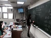 正妹數學老師「黑絲美腿」超辣! 網友暴動:想要師生戀