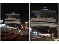 開車驚見「月影號」超壓迫 高雄人無感:遊艇都半夜運送