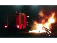 Altis撞橋墩車體分離起火 駕駛燒死…提前下匝道成謎