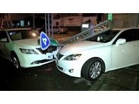 撞Lexus千萬對決!BMW M6爆裂「掉輪」輸慘…他竟棄車逃