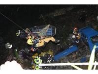 霧峰小貨車離奇掉落7公尺邊坡 受困12小時送醫命危