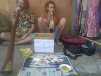 印度鈔票說廢就廢 外國遊客為籌旅費回家...淪落街頭賣藝