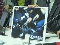 被勞團攻擊 黨團轉述:柯建銘被勒脖,覺得生命受威脅