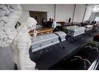 巴西足球隊「最後一次集結」 喪禮上的冠軍獎盃惹哭親友