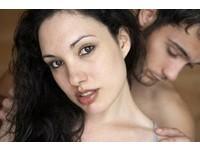 做愛前後多喝水... 女人預防尿道炎、男人增加衝刺力度