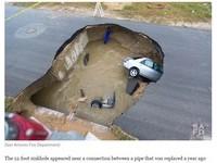 美國馬路也吃人! 2車遭塌陷巨坑「吞噬」釀1死1傷