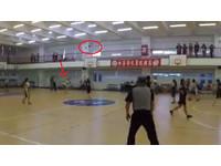 這節剩3秒!弘道國中女生「全範圍射籃」進了引全場尖叫