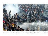 印女大生遭7人輪姦 示威者求處死刑數日催淚彈驅不散