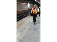 即/滑手機滑到忘我!北捷昆陽站一女子直接跌落鐵軌