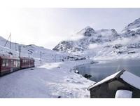 瑞士最美世界遺產鐵道 駛過冰河、金黃落羽松如天堂美景