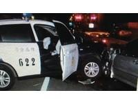爛醉男蛇行衝撞巡邏車 「碰」兩車全毀!無辜警骨折挫傷