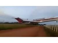 影/飛機起飛3分鐘直衝護欄 哥國波音727貨機墜毀5死