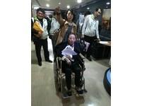 直播:吊點滴坐輪椅北上簡報 張花冠力爭2018台灣燈會