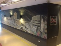 中原4學生「超精緻粉筆畫」 8米黑板裝進中古耶誕風