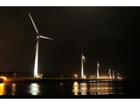 日夜皆美!高美濕地風車浪漫點燈 夜間約會好去處