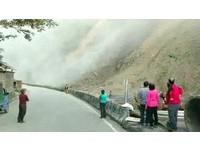 秀巒村山崩連7天!巨石卡山腰 居民驚:整座山要垮了