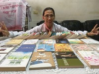 意外撿到慈善因緣「書」  她重拾閱讀樂趣投身慈濟志工