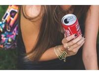 每天喝可樂腦細胞老4.6歲! 5個「NG習慣」害大腦老更快