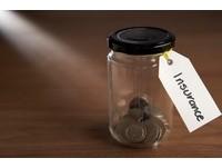 身邊親友做保險狂推銷 買什麼險種可做人情又能自保?