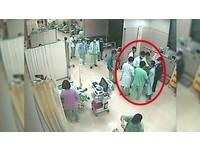 自殺剛救回想尿尿 刺青哥聽到「等一下」怒踹急診醫生