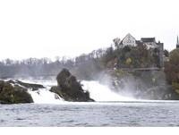歐洲最大萊茵瀑布 古老傳說美麗河妖就在石上唱歌