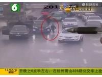 粗心媽媽開車沒發現兒子丟了! 7歲童車流中喊追2公里